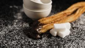 白色方糖鱼巧克力油条