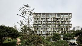 水泥阳台花盆的利马公寓楼