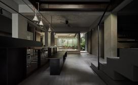 台北公寓地下室营造出喜怒无常的灰色生活空间