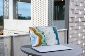 大理石液态纹理的笔记本电脑