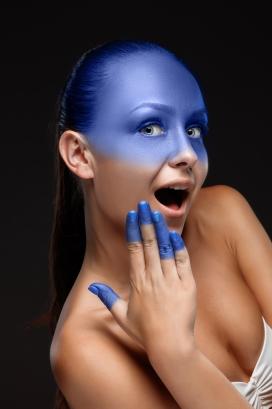 蓝色渐变女郎