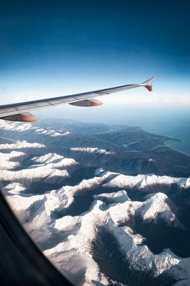 上空中的飞机尾翼