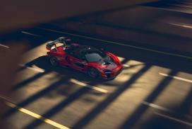 红色迈凯轮Senna跑车