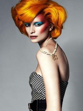 闪闪发光的珠宝的时装秀-Tush杂志