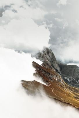 雨后雾气山