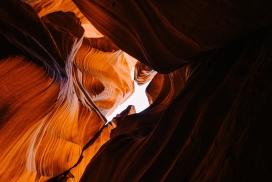 丹霞山脉洞穴地貌图