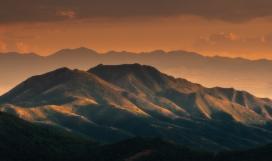 早晨里的大山日出