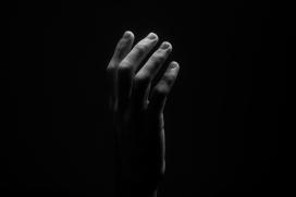 手掌黑白图片