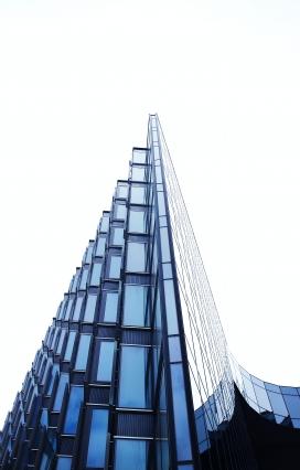 https://www.2008php.com/阶梯式玻璃幕墙建筑
