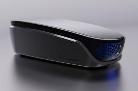首梅赛德斯-奔驰EQ启发的触摸屏清洁剂