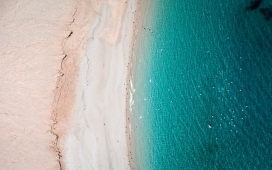 高空俯拍的蓝色大海