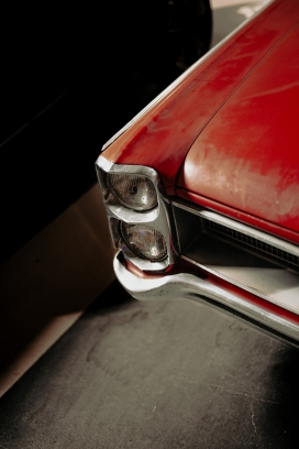 红色复古老爷车