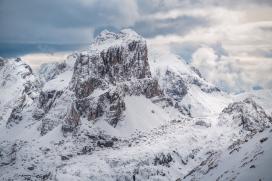 冬季雪山风景图片