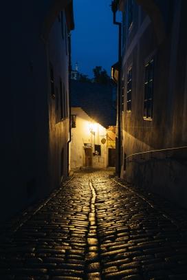 幽静的巷子夜景图