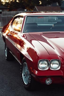 红色复古车图片